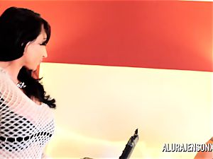 cougar detective Alura Jenson three-way orgy