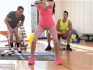sport rooms slobber roast three-way drilling and facial cumshot