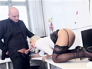 cabooses BUERO - super-fucking-hot office intercourse with German gal