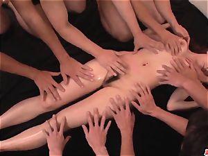 Arisa Kuroki screams with 2 weenies in her coochie and bum