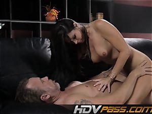 black-haired babe India Summer pokes with enthusiasm in livingroom