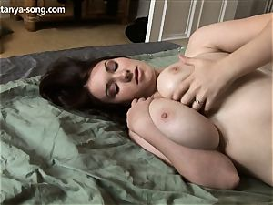 stunner manipulates her gigantic tits