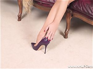 blondie takes off off underwear and solos in nylons and stilettos