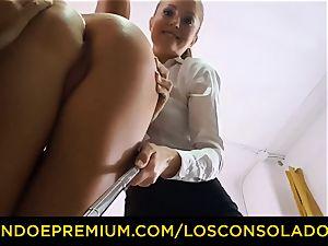 LOS CONSOLADORES - Spicy three joy with sizzling Tina Kay