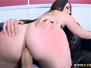 Lola Foxx fucked in her chilli ring