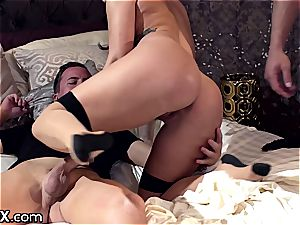 sumptuous Keisha Grey rides 2 hefty whangs