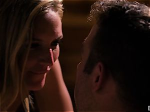Mona Wales has a romantic love session with her marvelous dude