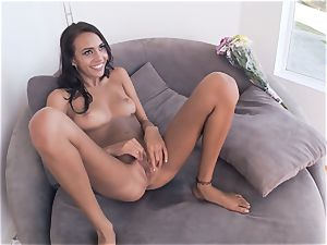 hotwife girlfriend Janice Griffith plumbs one after the other