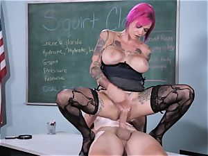 squirt Class Sn five with hot squirter Anna Bell Peaks