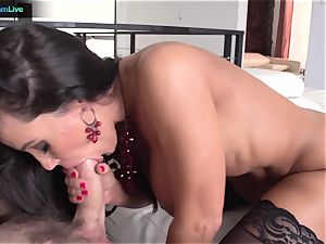 Lisa Ann has no problem getting her a-hole poked