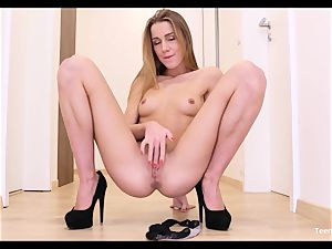 fledgling nubile Alexis Crystal Solo Finger labia